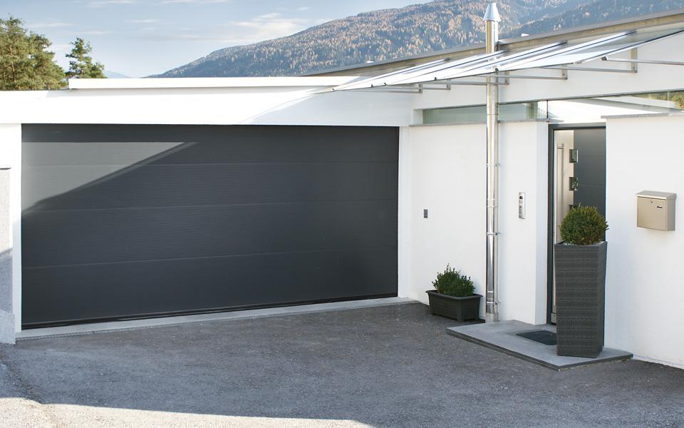 Garagentor mit tür modern  Sektionaltore - Lindpointner Torsysteme GmbH