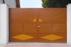 Einfahrtstore Zweifluegeltore Aluminium klassisch braun Sonne
