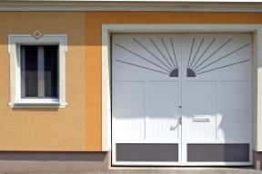 Garagentore Zweifluegeltore Aluminium klassisch weiß Sonne